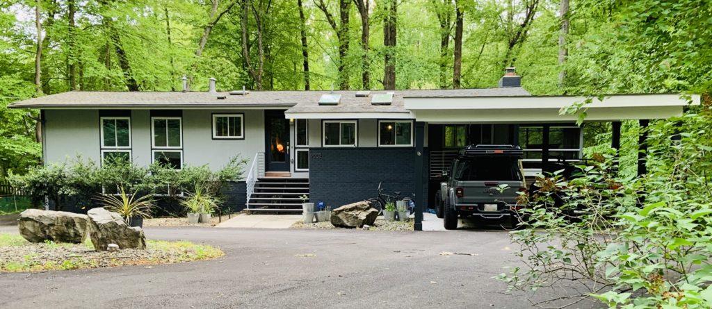 Mid Century Modern Home in Charred Oak Estates in West Bethesda