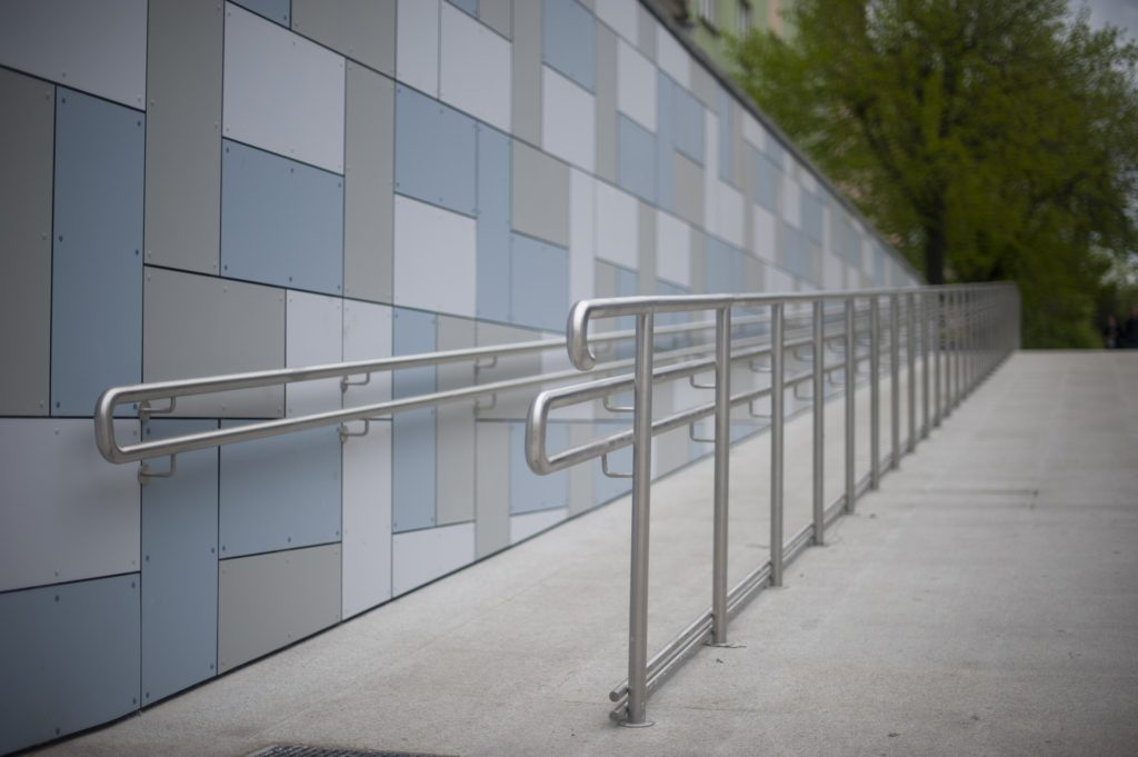 Wheelchair ramp Image by Andrzej Rembowski from Pixabay